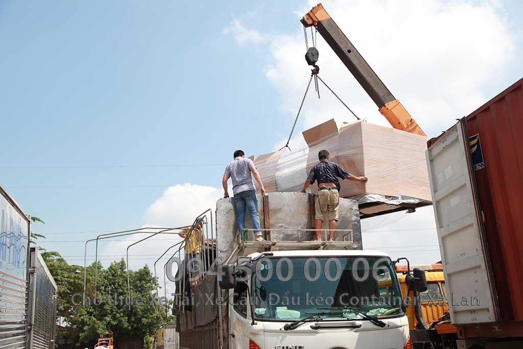 Ảnh: Dịch vụ Cho thuê xe cẩu tại Quận 12, HCM: Cty Con Rùa Biển đang nhận Cẩu máy phát điện từ xe container qua xe tải và vận chuyển máy phát điện từ HCM đi Hà Nội