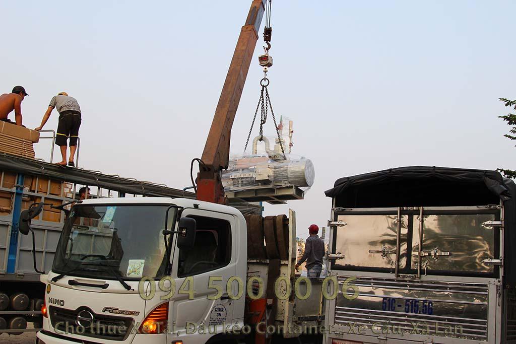 Ảnh: Dịch vụ Cho thuê xe cẩu tại HCM: Cty Con Rùa Biển đang nhận vận chuyển Máy phát điện từ Bãi xe HCM đi Hà Nội