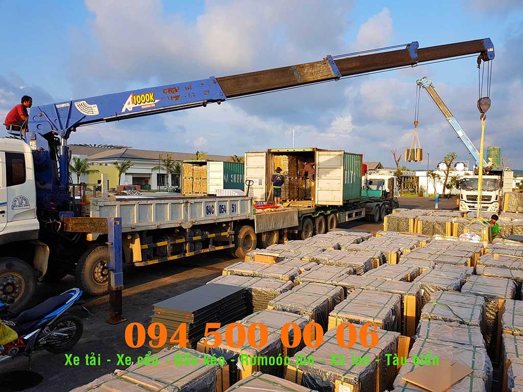 Ảnh: Dịch vụ Cho thuê xe cẩu tại HCM: Cty Con Rùa Biển đang nhận Cẩu và vận chuyển đầu kéo container từ Cảng Cát Lái đi Gành Dầu, Phú Quốc