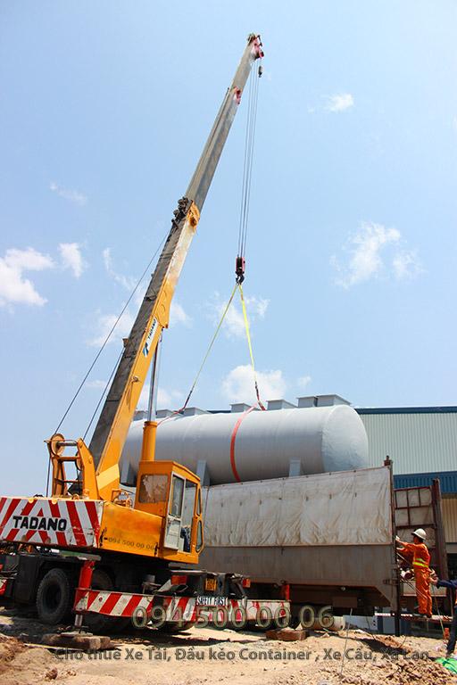 Ảnh: Dịch vụ Cho thuê xe cẩu tại Bình Dương: Cty Con Rùa Biển đang nhận Cẩu bồn xử lý nước thải và vận chuyển bồn xử lý nước thải từ Bình Dương đi Hà Nội