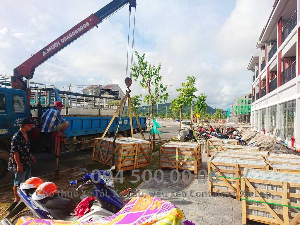 Ảnh: Dịch vụ Cho thuê xe cẩu tại Đảo Phú Quốc, Kiên Giang: Cty Con Rùa Biển đang nhận Cẩu đá lót đường và vận chuyển đá hoa cương từ HCM đi Đảo Phú Quốc