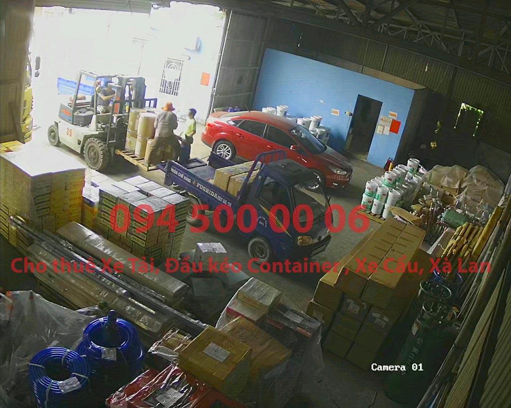 (Ảnh: gạch men đã được Chành xe Phú Quốc công ty CON RÙA BIỂN nhận để ghép xe tải tại Bãi xe HCM để vận chuyển cùng các loại hàng hóa nhỏ lẻ đi ghép ra đảo Phú Quốc)