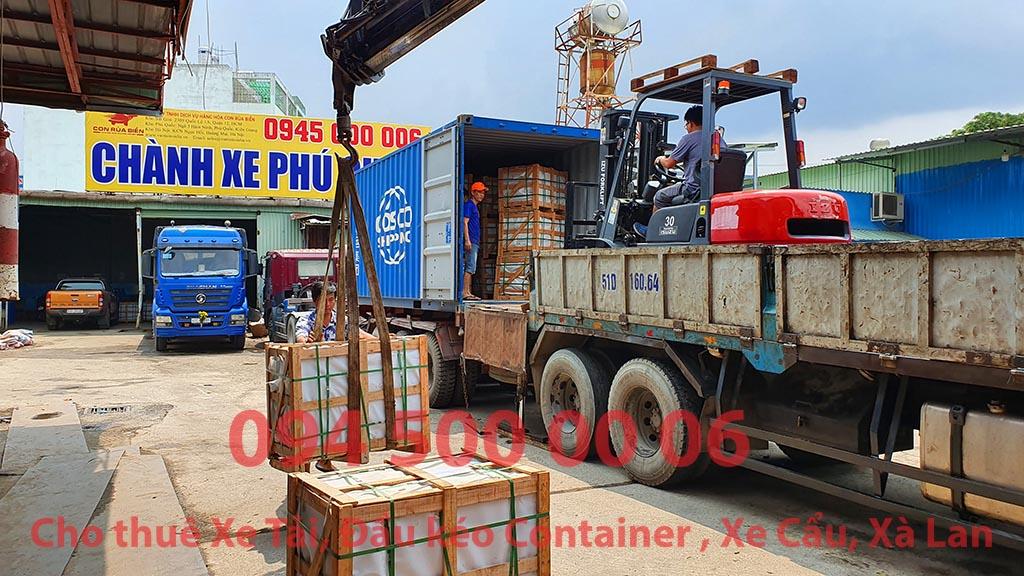 (Ảnh: Rút container đá hóa cương; đã được Chành xe Phú Quốc công ty CON RÙA BIỂN nhận để ghép xe tải tại Bãi xe HCM để vận chuyển cùng các loại hàng hóa nhỏ lẻ đi ghép ra đảo Phú Quốc)
