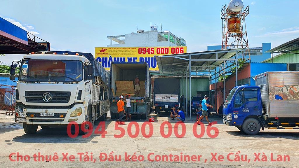 (Ảnh: gạch men các loại đã được Chành xe Phú Quốc công ty CON RÙA BIỂN nhận bốc xếp để ghép xe tải tại Bãi xe HCM để vận chuyển cùng các loại hàng hóa nhỏ lẻ đi ghép ra đảo Phú Quốc)