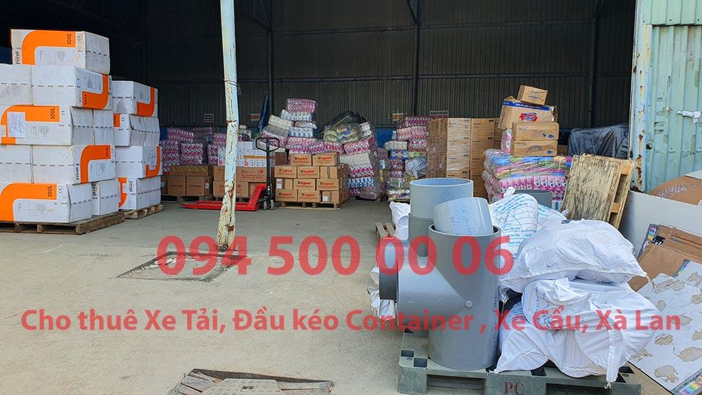 (Ảnh: ống nhựa, tả giấy, bông gòn, bánh kẹo ... đã được Chành xe Phú Quốc công ty CON RÙA BIỂN nhận để ghép xe tải tại Bãi xe HCM để vận chuyển cùng các loại hàng hóa nhỏ lẻ đi ghép ra đảo Phú Quốc)