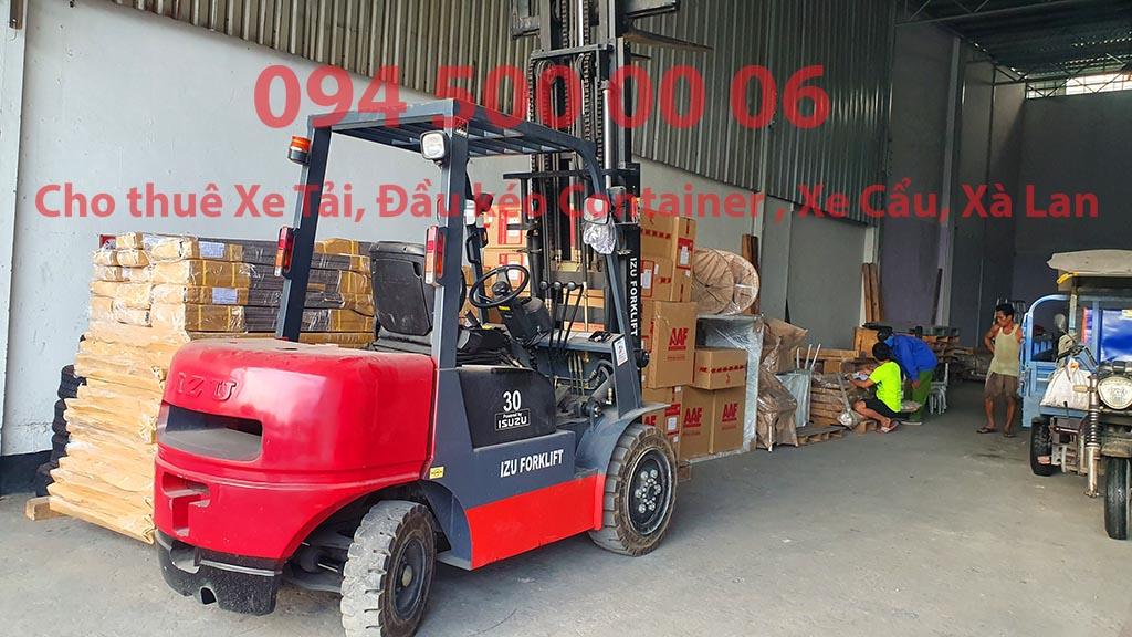 (Ảnh: Chành xe Phú Quốc công ty CON RÙA BIỂN đang nhận dịch vụ hàng nhỏ lẻ đi ghép của khách hàng tại Bãi xe HCM để vận chuyển các loại hàng hóa nhỏ lẻ đi ghép ra đảo Phú Quốc)