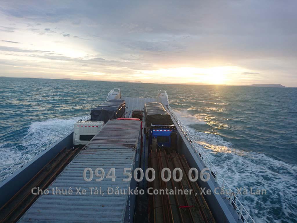 (Ảnh: Vận chuyển hàng hóa đường thủy - đường biển - cho thuê xà lan ; Cty Con Rùa Biển cho thuê phà để đưa xe đầu kéo container và xe tải qua đảo)