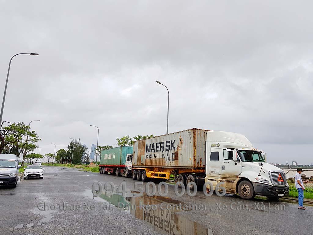 (Ảnh: Vận chuyển hàng Nội Thất bắc nam từ Bình Dương đi Đà Nẵng; Trong ảnh là xe container đang đợi để chuẩn bị đưa hàng vào tầng hầm)
