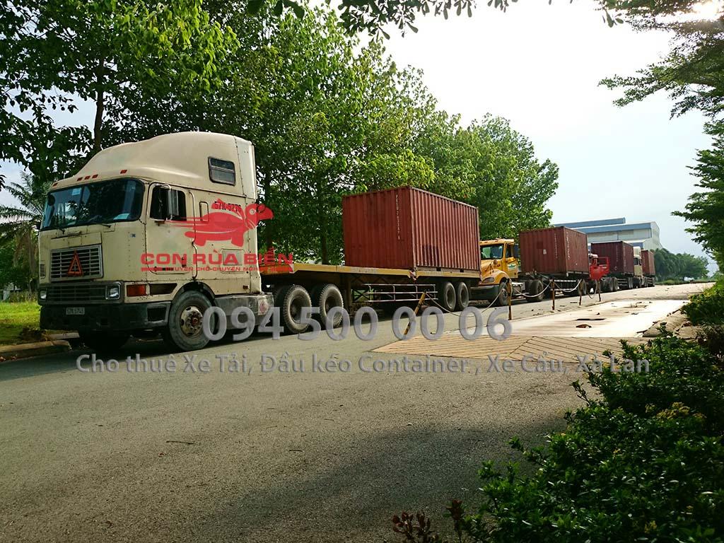 (Ảnh: vận chuyển hàng hóa bằng đường sắt (đường xe lửa), Cty Con Rùa Biển cung cấp dịch vụ vận chuyển đường tàu lửa, giao nhận tận nơi container bằng đường sắt, trong ảnh là xe đầu kéo container đến nhà máy lấy cáp điện từ Đồng Nai đi Hà Nội)