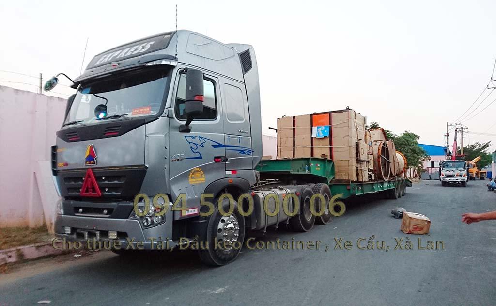 (Ảnh: Dự án vận chuyển lò đốt rác từ Long an Đi Hà Nội; trong ảnh là đầu kéo xe chuyên dụng đã xếp hàng lên xong và chuẩn bị đi ra bắc)