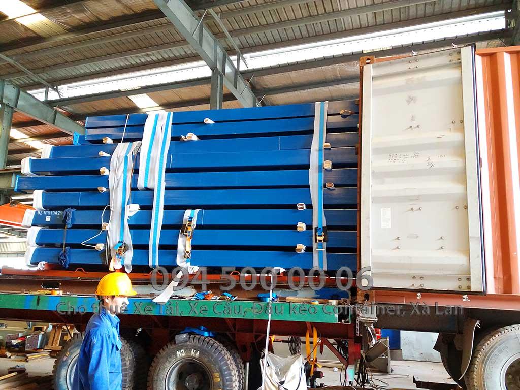 (Ảnh tin tức: Chành Xe Sài Gòn Phú Quốc - Con Rùa Biển; Trong ảnh là cảnh xe đầu kéo đang đóng hàng kết cấu thép từ Long An để vận chuyển đi Phú Quốc)