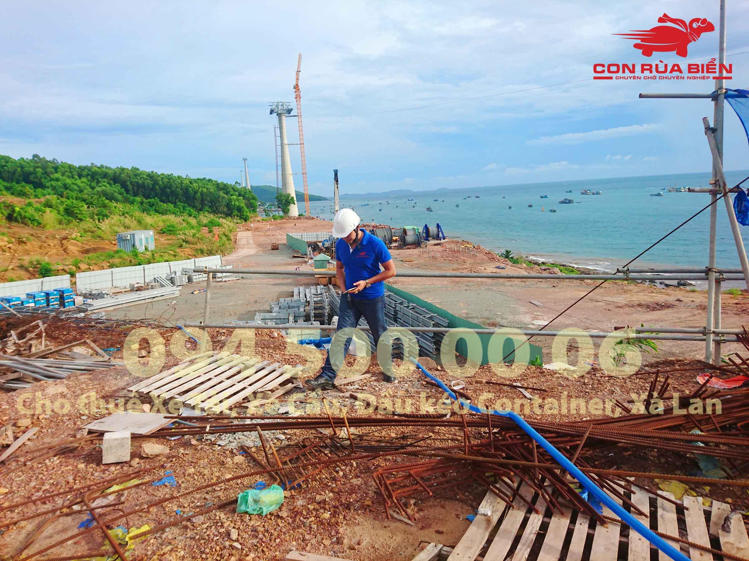(Ảnh: Dự án vận chuyển Giàn Giáo công trình đi Phú Quốc - Chành xe Phú Quốc - Con Rùa Biển; trong ảnh là cảnh đẹp của công trình Cáp Treo Ga Đi Tại An Thới Phú Quốc trong giai đoạn đang thi công dự án)